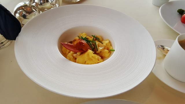 breakfast at Restaurant Petrus: fried egg with lobster